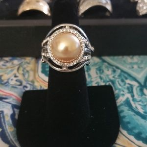 Cream pearl ring